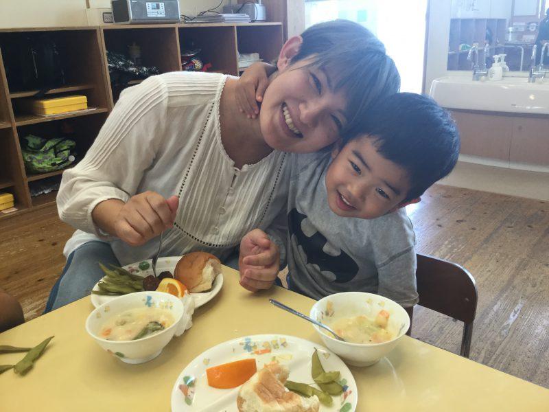 一緒においしい給食食べました!の写真